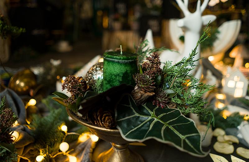 Weihnachtliche Blumengestecke finden Sie bei Blumen Ulsamer in der KLingentorpassage